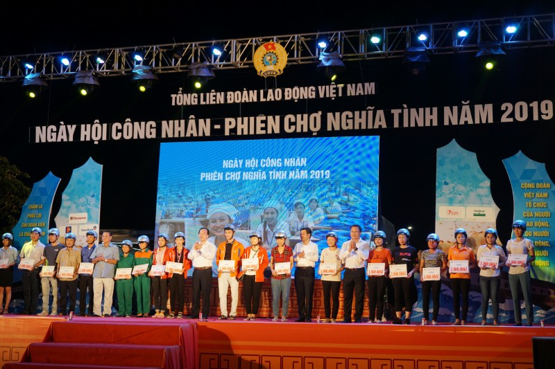 cong nhan hao huc chung vui ngay hoi cong nhan phien cho nghia tinh nam 2019