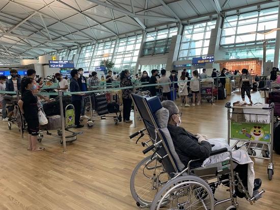 Đưa công dân Việt Nam từ Hàn Quốc và Singapore về nước