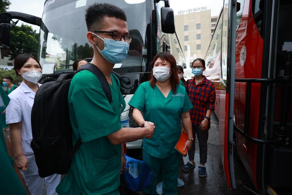 Chủ tịch Tổng LĐLĐ Việt Nam động viên y bác sĩ  tăng cường vào thành phố Hồ Chí Minh chống dịch