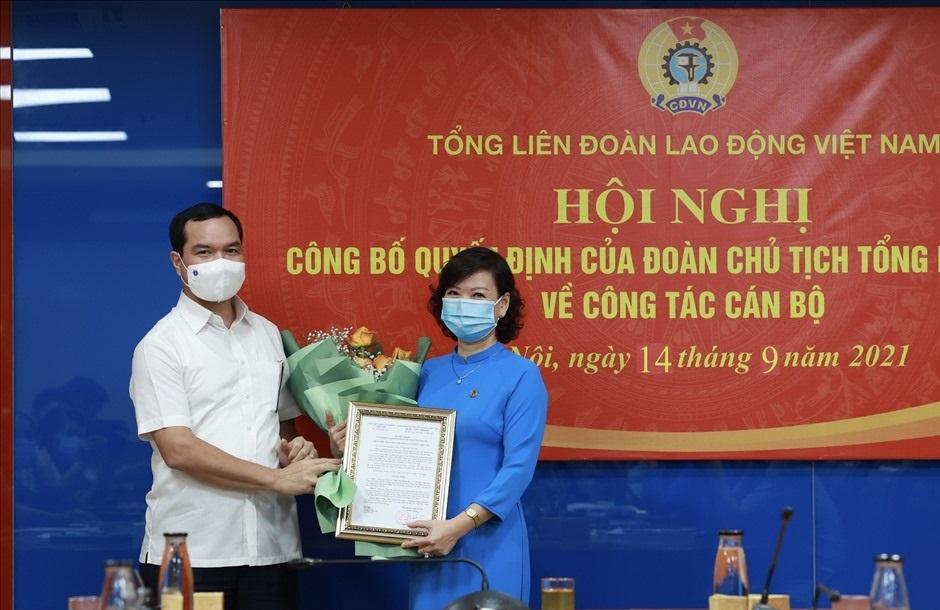 Tổng LĐLĐ Việt Nam trao Quyết định bổ nhiệm Trưởng Ban Tuyên giáo và Ban Quan hệ lao động