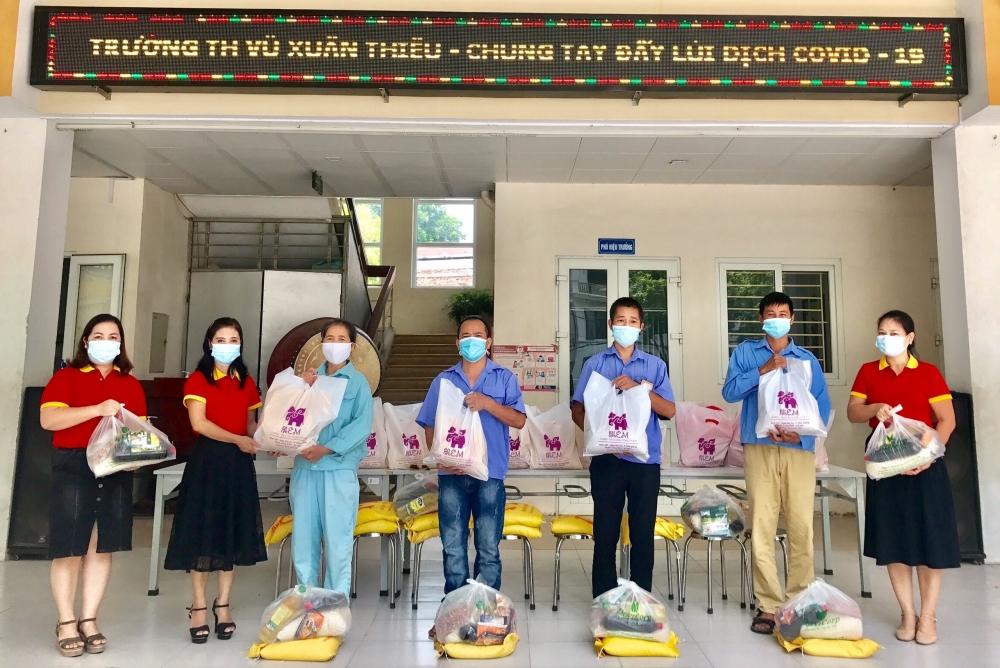 Các trường tiểu học quận Long Biên chung tay lan tỏa yêu thương, đẩy lùi dịch Covid-19