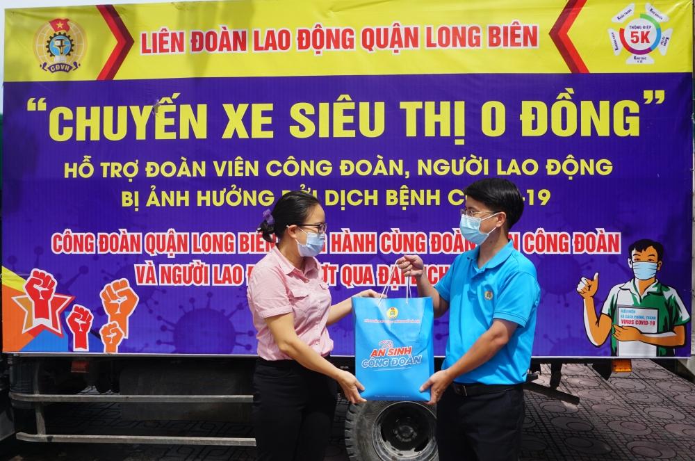 Công đoàn sẻ chia, tiếp thêm động lực giúp người lao động quận Long Biên nỗ lực vượt khó