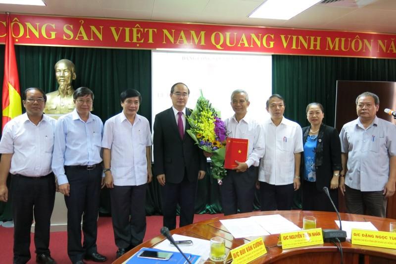 Trao Quyết định của Bộ Chính trị tới đồng chí Đặng Ngọc Tùng