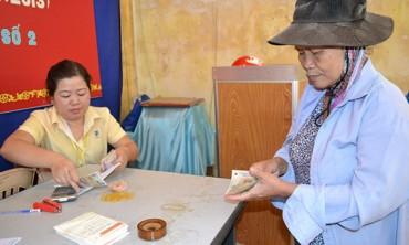 Bảo hiểm xã hội Hà Nội thí điểm trả trợ cấp một lần qua bưu điện