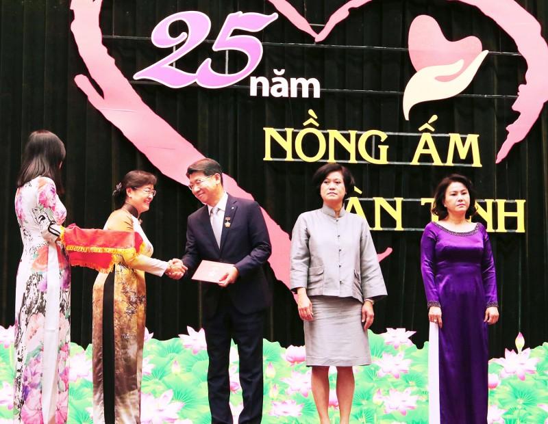 Hanwha Life tài trợ gần 46.000 thẻ bảo hiểm y tế cho người nghèo