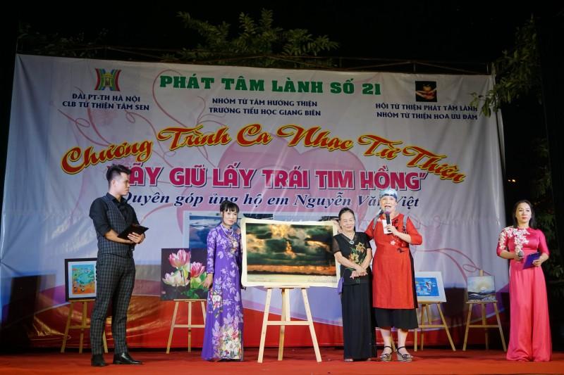"""Gần 195 triệu đồng giúp """"giữ lấy trái tim hồng cho Việt"""""""