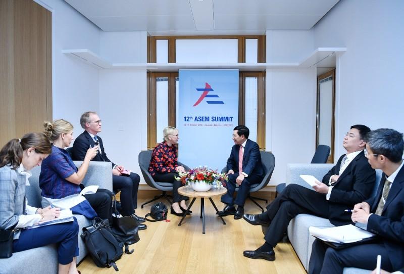 Phó Thủ tướng Phạm Bình Minh tiếp xúc song phương tại Hội nghị Cấp cao Á-Âu