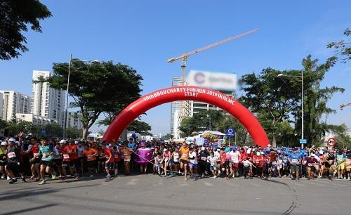 Hơn 800 tình nguyện viên tham gia chạy bộ gây quỹ từ thiện