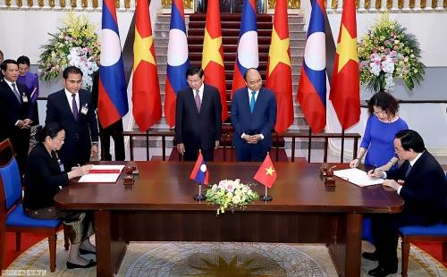 Việt Nam - Lào: Ký kết và trao đổi 8 văn kiện hợp tác