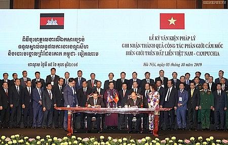 Vì đường biên giới Việt Nam - Cam-pu-chia hòa bình, hữu nghị, hợp tác và phát triển