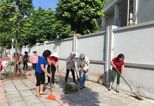 """Câu lạc bộ """"Tình nguyện vì môi trường - trật tự đô thị"""" góp phần ngõ phố thêm xanh"""