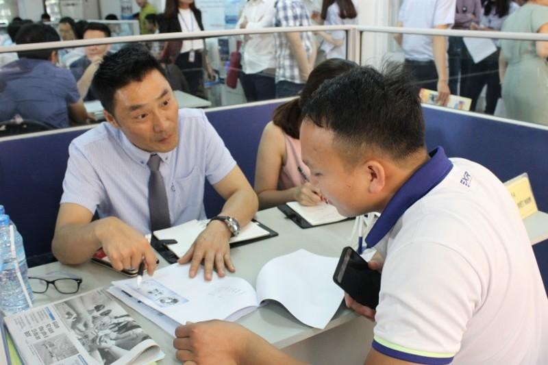 Hội chợ việc làm dành cho lao động làm việc tại Hàn Quốc và Nhật Bản về nước