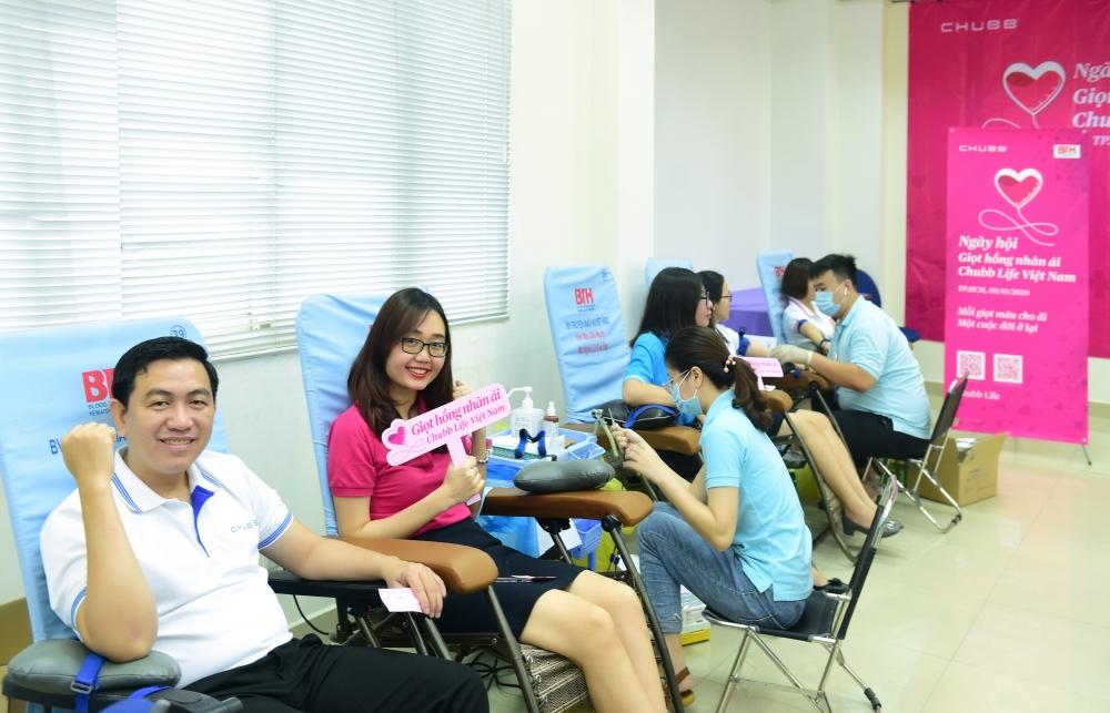Gần 100 tình nguyện viên tham dự Ngày hội Giọt hồng nhân ái Chubb Life Việt Nam