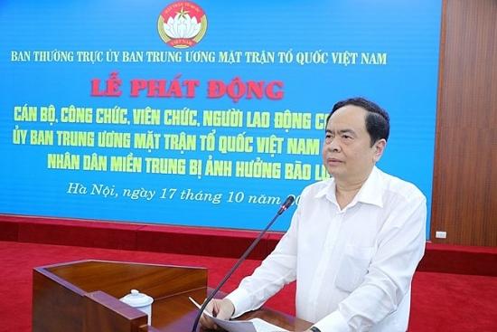 Đoàn viên, người lao động Ủy ban Trung ương Mặt trận Tổ quốc Việt Nam ủng hộ đồng bào miền Trung