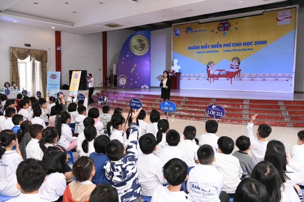 Gần 7.000 học sinh tại 6 trường tiểu học được tư vấn, khám mắt miễn phí