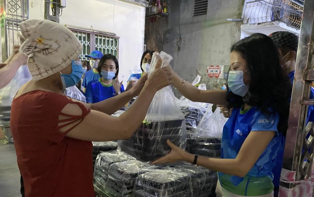 Trao tặng 18.000 suất cơm tới đồng bào khó khăn tại thành phố Hà Nội