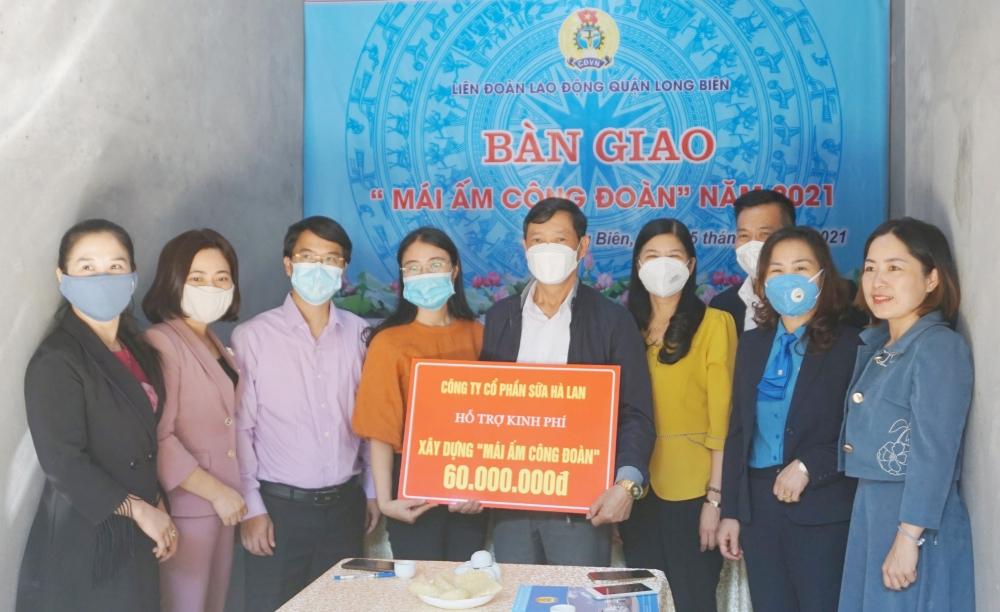 Bàn giao Mái ấm công đoàn tới gia đình đoàn viên công đoàn quận Long Biên