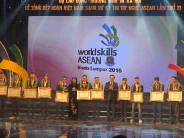 Trao thưởng tới các thí sinh thi tay nghề ASEAN đoạt giải cao