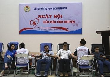 Đoàn viên Công đoàn BHXH Việt Nam hưởng ứng 'Chiến dịch những giọt máu hồng'