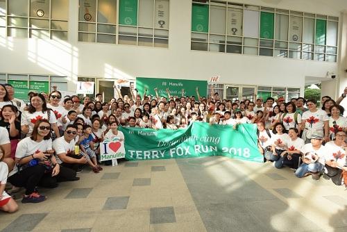 Gần 700 nhân viên Manulife Việt Nam tham gia chạy bộ từ thiện