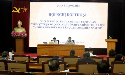 Người đứng đầu cấp ủy và chính quyền đối thoại với nhân dân