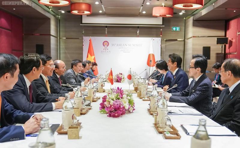 Thủ tướng Chính phủ Nguyễn Xuân Phúc gặp Thủ tướng Nhật Bản