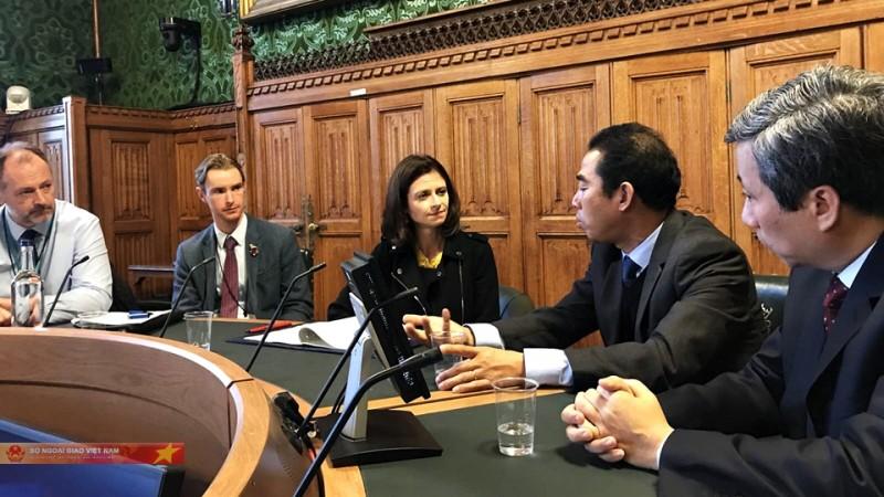 Việt Nam đề nghị phía Anh trừng trị nghiêm khắc kẻ đứng sau vụ việc