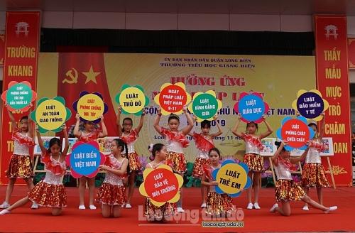 Dễ nhớ, dễ hiểu, dễ thực hiện Pháp luật Việt Nam qua lời ca, tiếng hát
