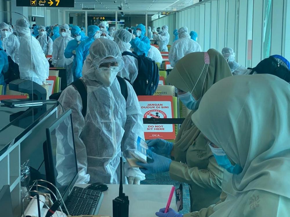 Đưa gần 240 công dân Việt Nam từ Brunei về nước an toàn