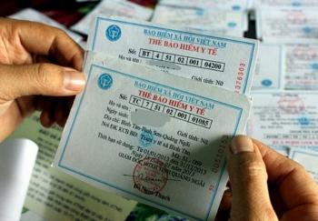 Chi khoảng 2 tỷ đồng, tặng thẻ bảo hiểm y tế tới người dân miền Trung bị ảnh hưởng bão, lũ