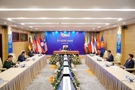 Thủ tướng thông báo Việt Nam sẽ treo cờ ASEAN tại trụ sở các cơ quan Chính phủ từ đầu năm 2021
