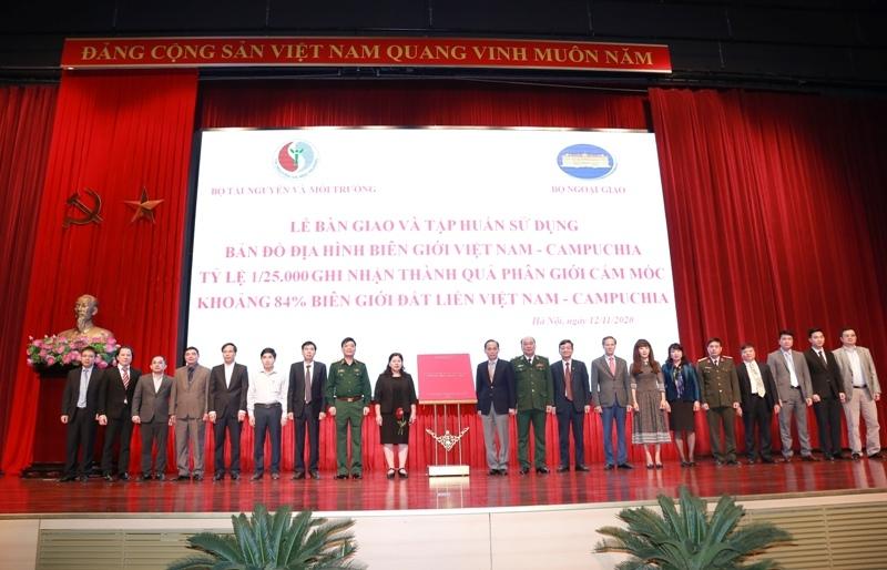 Bàn giao và tập huấn sử dụng Bản đồ địa hình biên giới Việt Nam-Campuchia tỷ lệ 1/25.000