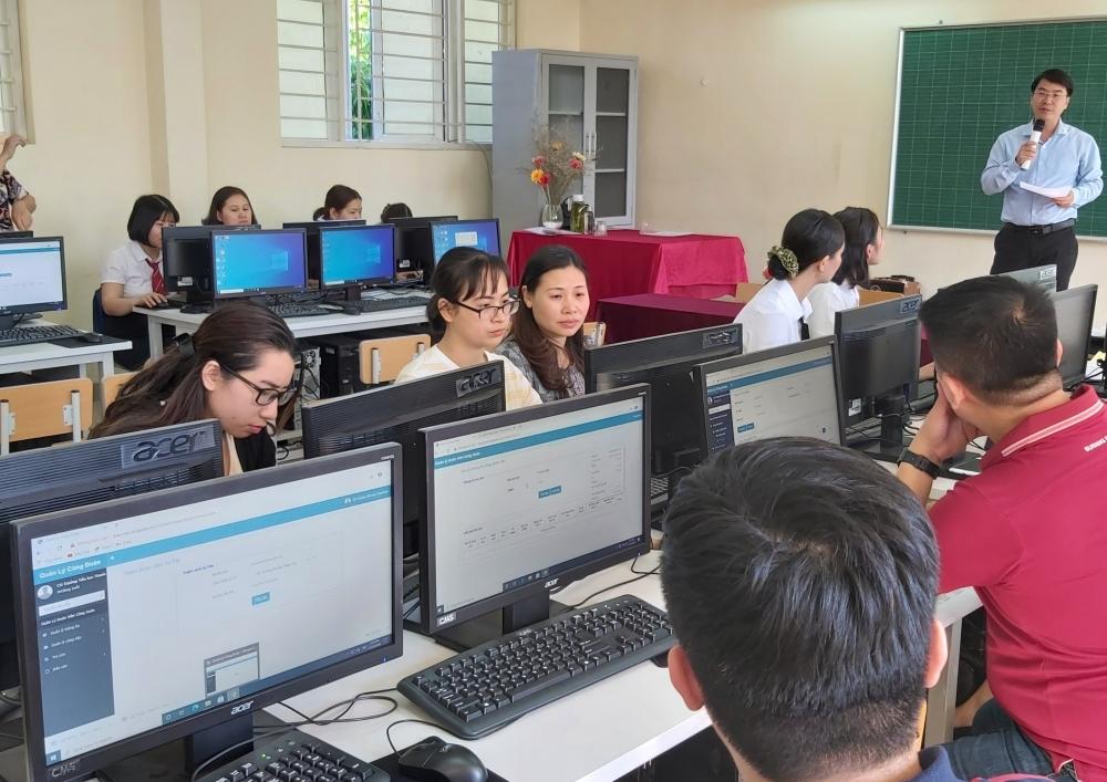 Long Biên: Tập huấn triển khai phần mềm quản lý đoàn viên và đổi thẻ đoàn viên công đoàn
