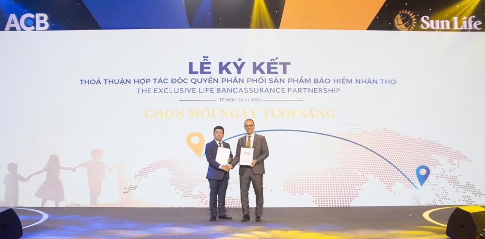 ACB và Sun Life Việt Nam hợp tác phân phối sản phẩm bảo hiểm nhân thọ kéo dài 15 năm