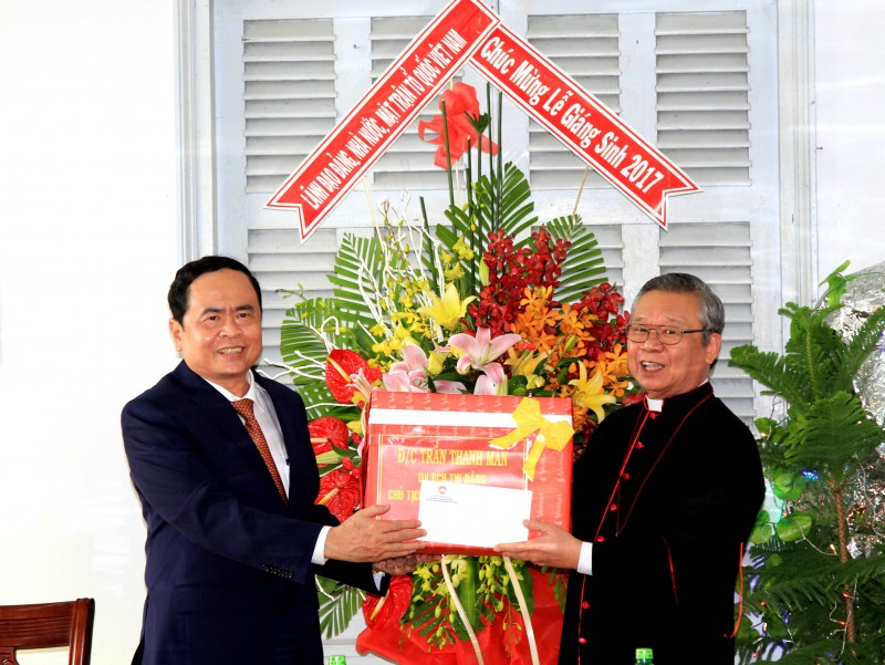 Chủ tịch Ủy ban TƯ MTTQVN chúc mừng Giáng sinh Giáo phận Cần Thơ