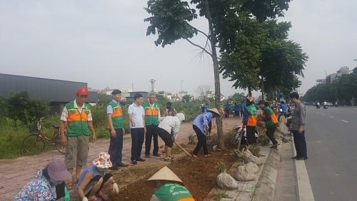 """Quận Long Biên: Sạch đẹp hơn nhờ Câu lạc bộ """"Tình nguyện vì môi trường"""""""