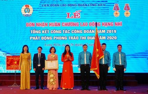 Liên đoàn Lao động quận Long Biên được tặng thưởng Huân chương Lao động Hạng Nhì