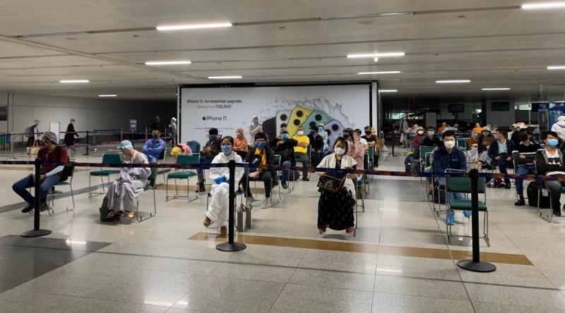 Đưa gần 350 công dân Việt Nam từ UAE và Ấn Độ về nước