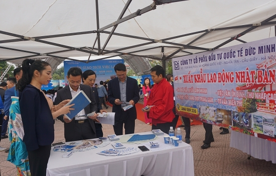 Lao động Việt Nam đi làm việc ở nước ngoài sẽ được bảo vệ tốt hơn khi thực thi Luật mới