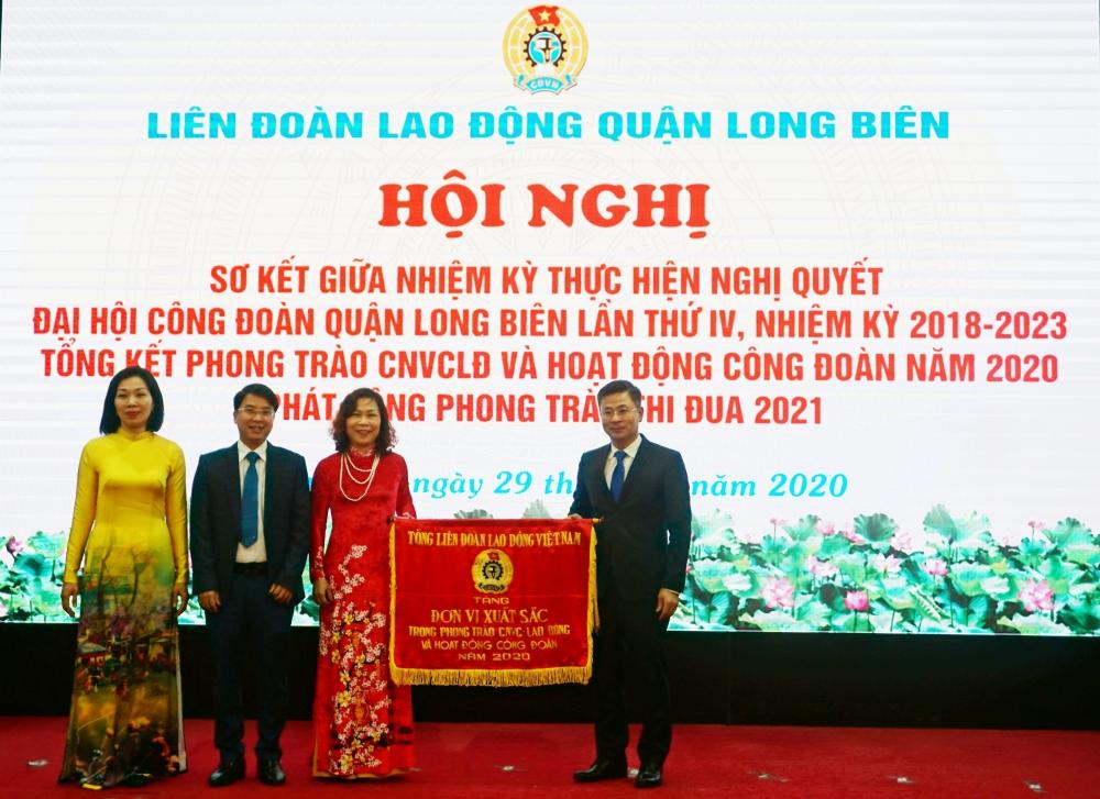 Quận Long Biên: Sơ kết giữa nhiệm kỳ thực hiện Nghị quyết Đại hội Công đoàn lần thứ IV