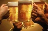 Người Việt uống bia nhiều hơn kiếm tiền