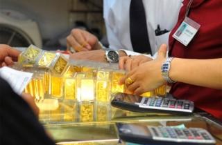 Èo uột, giá vàng tháng đầu năm vẫn tăng 250.000 đồng/lượng