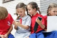 Trẻ chơi game và xem ti vi nhiều bị ảnh hưởng sức khỏe