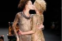 Mẫu không nội y làm mưa làm gió tại Tuần lễ thời trang New York