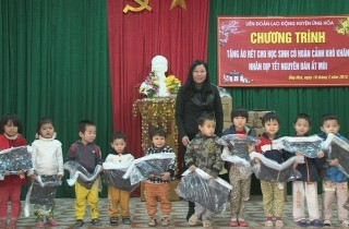 Trao tặng 250 áo ấm cho học sinh có hoàn cảnh khó khăn