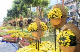 Rực rỡ sắc màu đường hoa, tưng bừng lễ hội đường sách ở TP.HCM