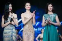 Phiên đấu giá 5 chiếc váy của Hoàng Hải thu được 880 triệu đồng