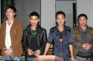 Thuê xe khách đưa 55 người vượt biên sang Trung Quốc