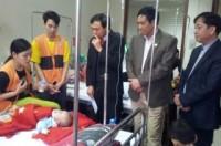 Chủ tịch LĐLĐ thành phố Trần Văn Thực thăm, tặng quà bệnh nhi bị ung thư máu