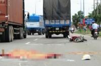 TP.HCM: Xe tải cán chết nữ sinh đại học Ngân hàng trên xa lộ Hà Nội
